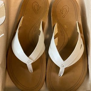 New Olukai Kaekae sandals size 7